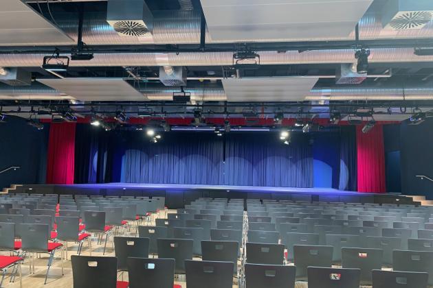 Neubau Gymnasium Haan - Bühnen- und Beleuchtungstechnik in der Aula